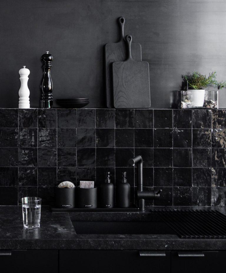all-black-studio-kitchen-hollis-joliet-1-768x928